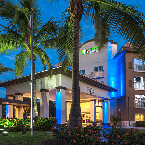 Vacations In Naples Fl: Holiday Inn Express & Suites-Naples Downtown 5th Avenue