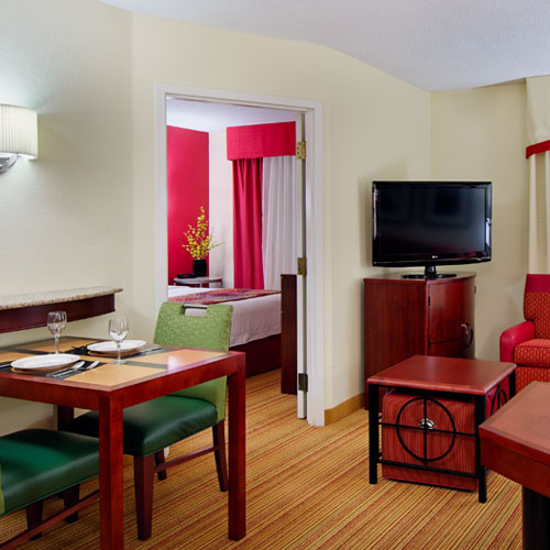Hotels Near N Peters In Knoxville