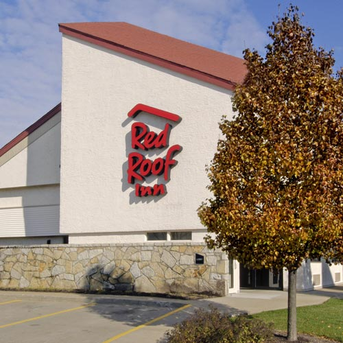 Red Roof Inn Erie offers air-conditioned accommodations with laptop-compatible safes and coffee/tea makers. Flat-screen televisions come with premium cable channels and pay movies. Bathrooms include shower/tub combinations, complimentary toiletries, and hair dryers.