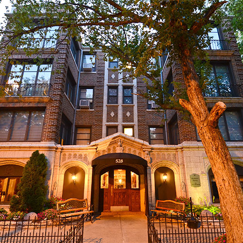Majestic hotel chicago il for Hotels 60657